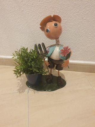 jardinera de muñeco
