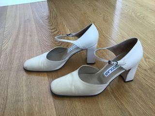 Zapatos piel beige. Marca Nicolás. Talla 38