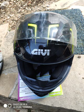 Casco moto GIVI.