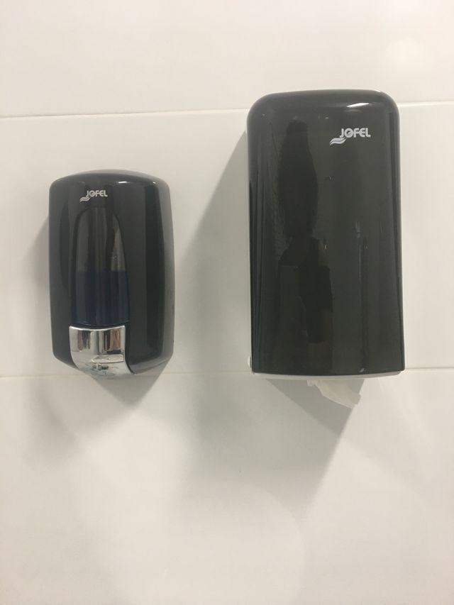 Dispensador de jabón y secamanos