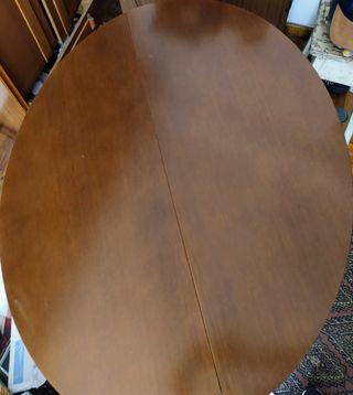 Mesa y silllas salón
