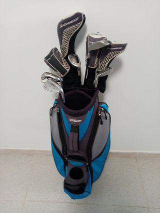Bolsa mochila, palos y gorras de golf.