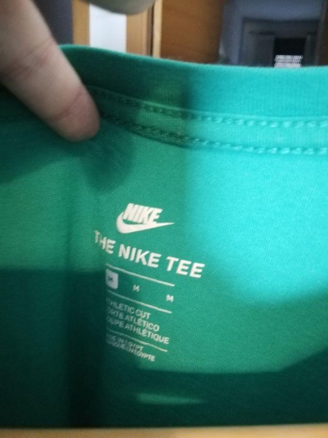Camiseta Nike básica verde turquesa