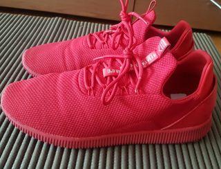 zapatillas rojas bershka