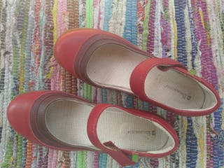 preciosos zapatos rojos de la marca El naturalista