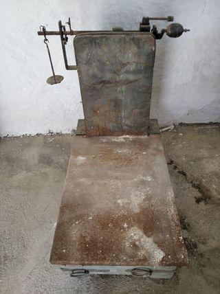Báscula antigua de hierro