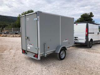 Remolque furgon 260x142x162 (Laterales defectuosos