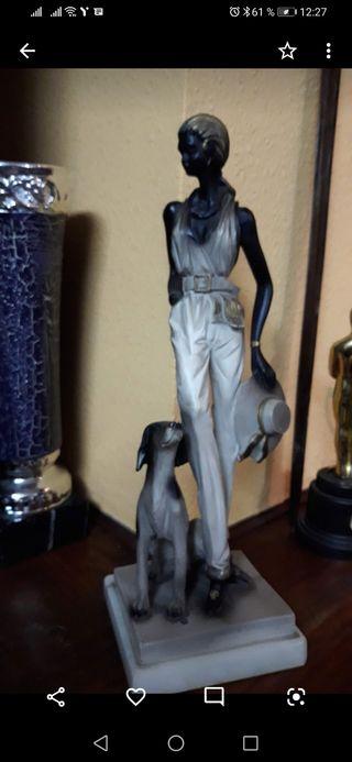 Figurita de lladró mujer con perro