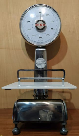 Báscula balanza antigua Dina