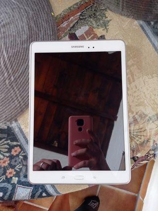 Se vende tablet Samsung. 16 GB