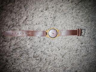 Reloj con el cabezal de madera