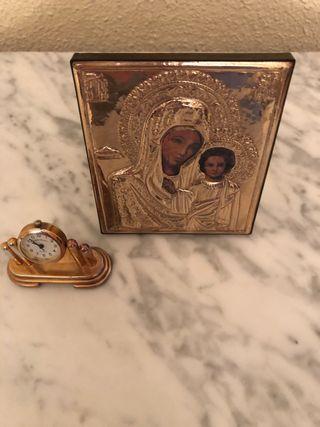 Marco de plata con Virgen y reloj dorado