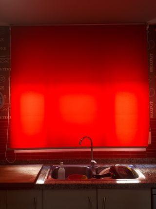 cortina estore rojo