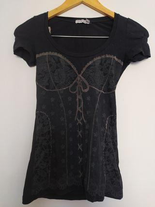 Camiseta negra con estampado de corset en gris