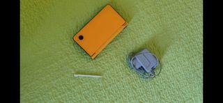 Nintendo DSi XL amarilla