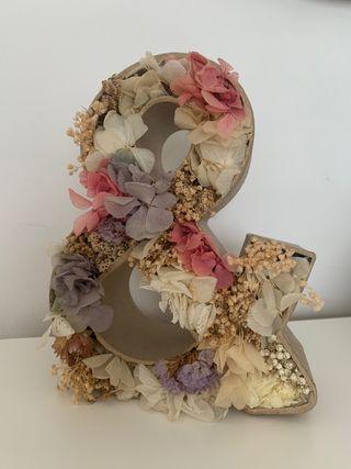 Letra flor preservada