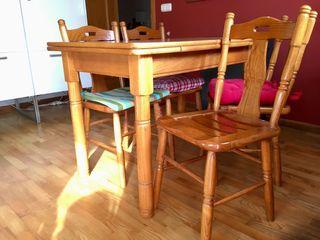 Mesa y sillas de roble para cocina
