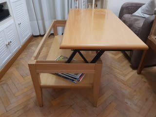 Mesa de centro elevable en madera.