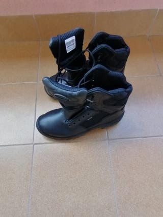 botas negras talla 42