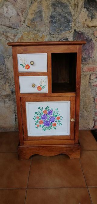 Mueble rústico antiguo y regalo
