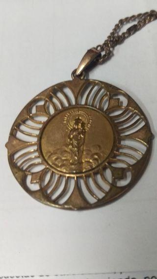 Antigua medalla con cadena Virgen del Pilar