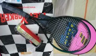 Raqueta de tenis con funda y 3 pelotas