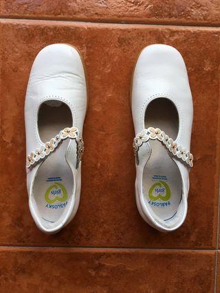 Zapatos de niña marca Pablosky