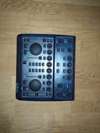 Mesa de Mezclas B-Control Deejay 2000