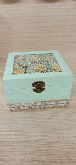 caja madera guarda mascarillas