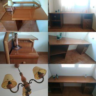 Conjunto de escritorios, mesilla y lámparas