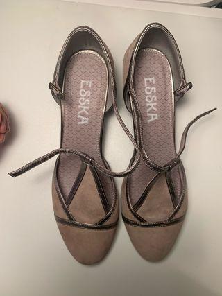 Zapatos de ante, marca Esska
