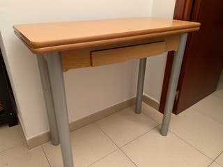 Mesa para cocina extensible con cajón.