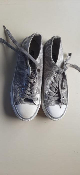Zapatillas estampada gris