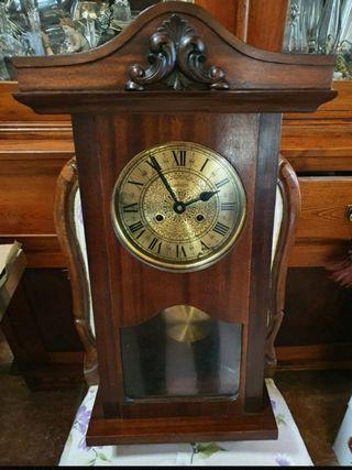Reloj pared madera antiguo