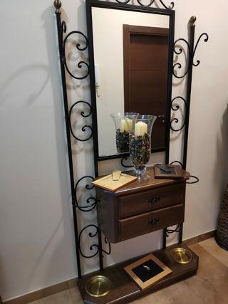 mueble de madera y forja