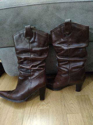 botas altas marrones