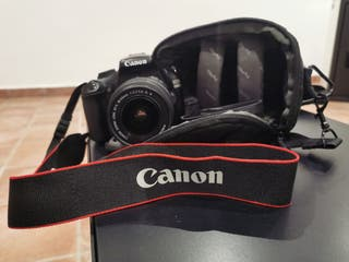 Càmera reflex Canon EOS 1100D + objectiu.