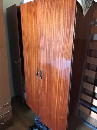 Armario tres puertas estilo retro