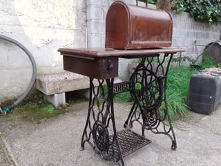 maquina de coser con mesa+2 máquinas de coser
