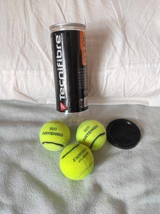 pelotas de tenis y pádel