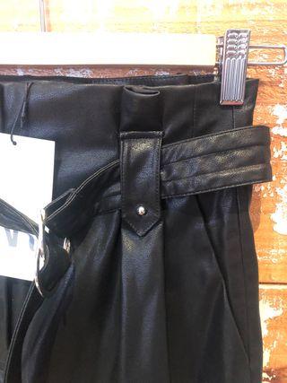 Falda pantalón de imitación de cuero Zara