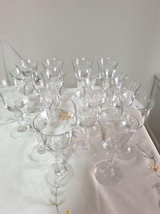 copas de vino tinto a 1 € cada una
