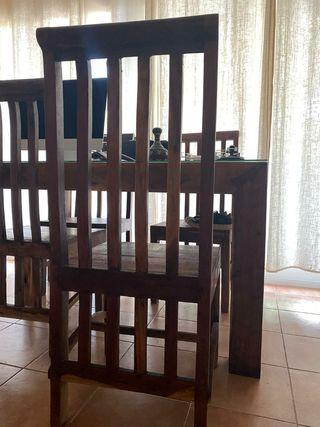 Mesa y 4 sillas de comedor o salón