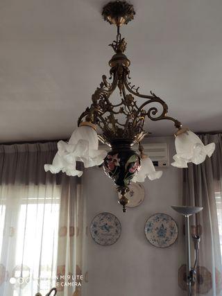 Bonita lámpara de cerámica y bronce muy antigua