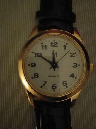 Reloj elegante. Nuevo. correa de cuero