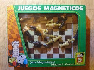 JUEGOS MAGNÉTICOS AJEDREZ DE CHICOS.
