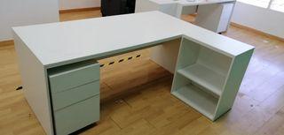 Mesa de escritorio grande con cajonera y recrecido