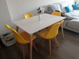 mesa y 4 sillas estilo nordico