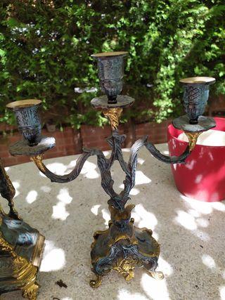 juego de reloj y candelabros de bronce