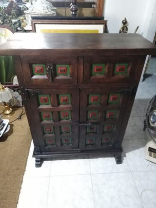 Mueble antiguo de madera